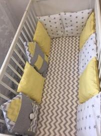 Бортики в кроватку Домики серый зиг-заг+жёлтая полоска