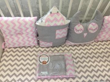 Бортики в кроватку Домик+Совушка розовый  зиг-заг и серый горох