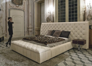 Кровать GM52 2000мм с пуфом